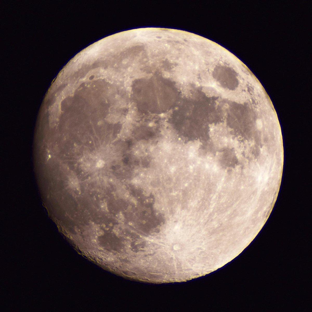 今年3度目の名月ミラクルムーン。なんと171年ぶり。 http://t.co/QOCkvPrdAh