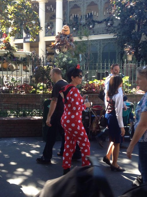 Momager Kris Jenner Gives Ad A Tour Of Her Never Before: Momager Kris Jenner Celebrates 59th Birthday In Disneyland