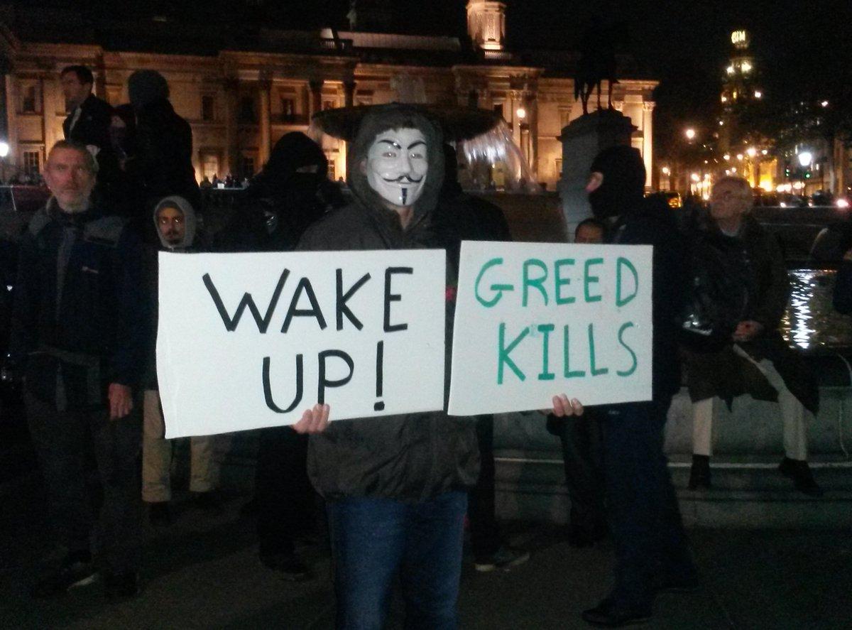 """Violenta protesta a Londra, in piazza Anonymous al grido """"Rivoluzione"""""""