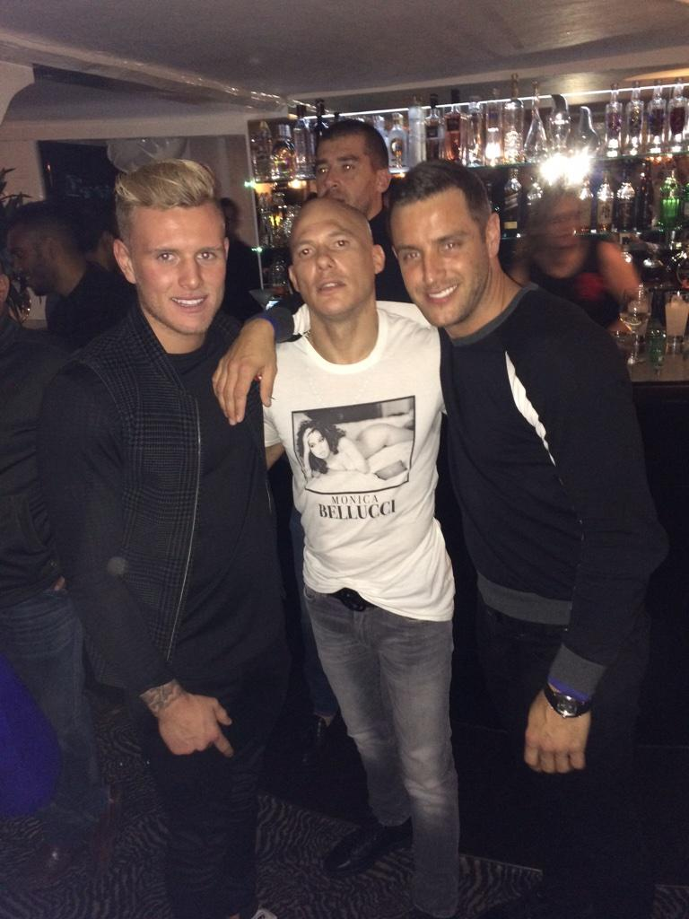 Going off in @SheeshChigwell #RocWednesday with Simmo an @tommy_mallet http://t.co/OhX46at2nB