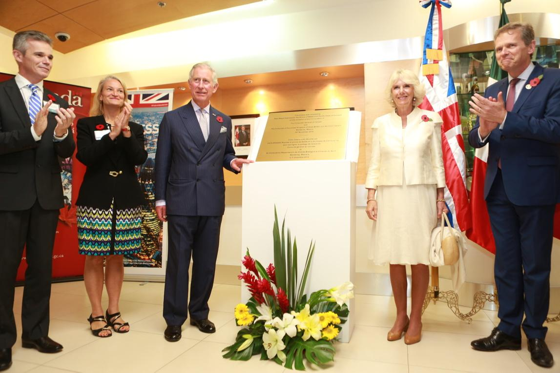 #TRHMexico unveil a plaque commemorating their visit to co-located Canadian & British ConGens in #Monterrey http://t.co/diZHBhYDEZ