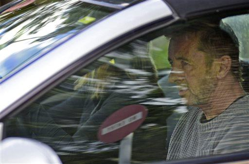 AC/DC drummer Phil Rudd charged with murder plot in New Zealand http://t.co/6Vah4M4vv3 http://t.co/eUMuLREX5P