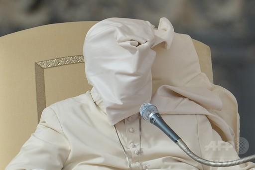 フランシスコ法王に風がいたずら、バチカン市国 http://t.co/7tBW5v14TO 世界の最新ニュースはこちら→ http://t.co/89EqvyqpaN :写真 http://t.co/TghLBCMXHx