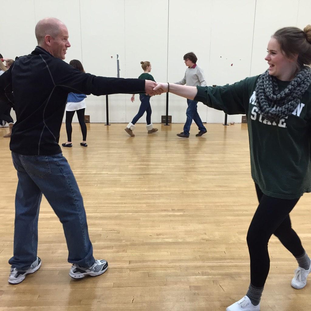 Swing dancing in PE.  I definitely have 2 left feet. #shadowastudentforaday http://t.co/WYUXSnqtv0