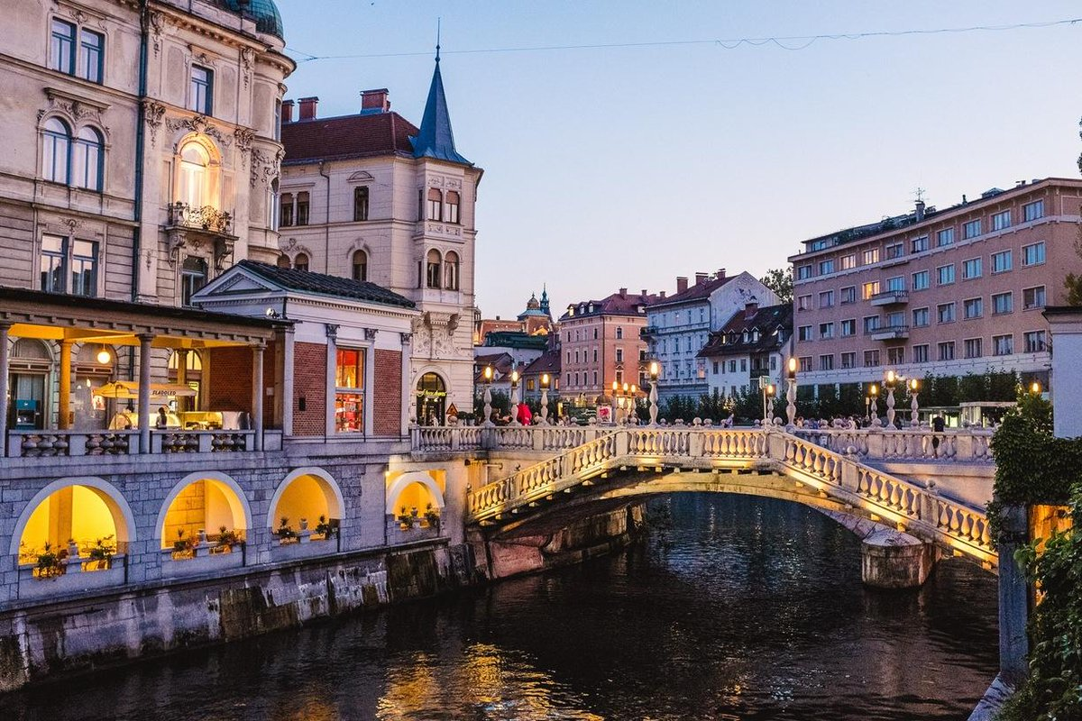 Gorgeous shot of Ljubljana, #Slovenia by JulieK! http://t.co/MYf797taqv @SloveniaInfo @visitljubljana #travelpics http://t.co/pz1lus3sfN