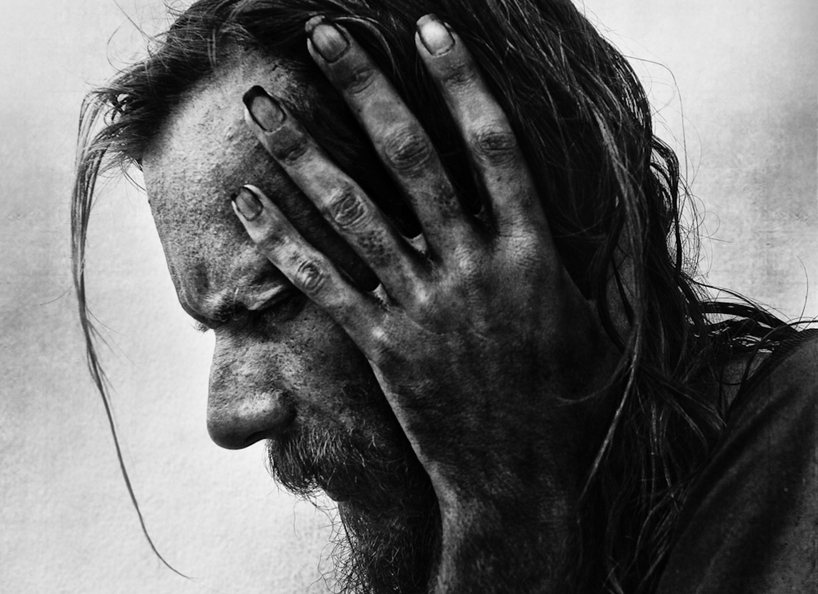 """Powerful project """"Homeless"""" by @Lee_Jeffries http://t.co/5TkuaEnzXq http://t.co/YWYyChV6qQ"""