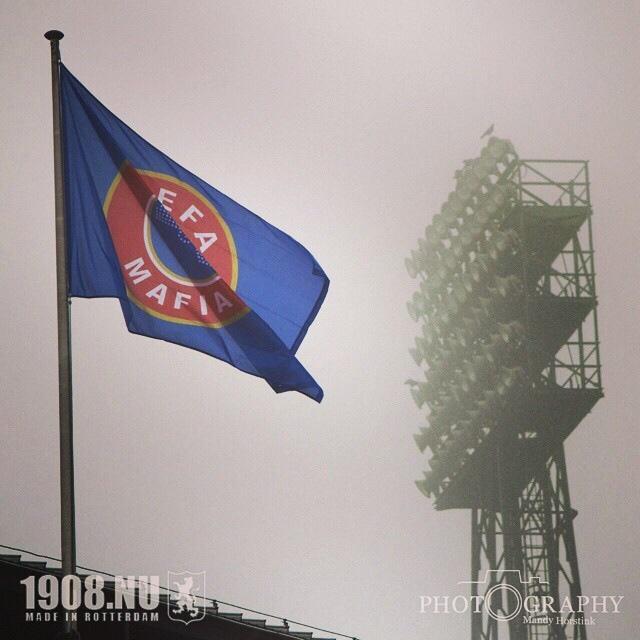 Фанаты Фейеноорда повесили над домашним стадионом</p></div><br /><p class=