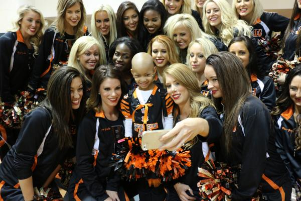 It's wonderful seeing #LeahStrong cheering for her dad today at the @Bengals #CLEvsCIN #NFL game! #Kickcancer http://t.co/Cd3U0pRALQ