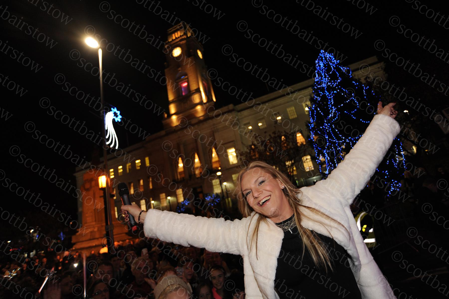 RT @scottbairstow: Stephanie Hirst looks to be having a fab time after turning on the #Barnsley Christmas lights this week @hirstydose http…
