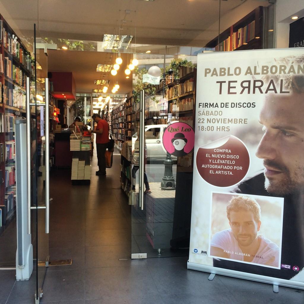 300 discos de @pabloalboran vendidos en pocas horas para la firma de mañana en @queleochile http://t.co/IK493CiyPx