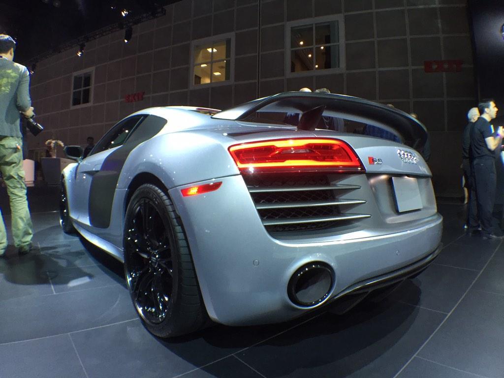 I've seen a lot of cars at the LA car show but this @Audi #R8 is awesome @audizine http://t.co/RQ5ZR02TCZ