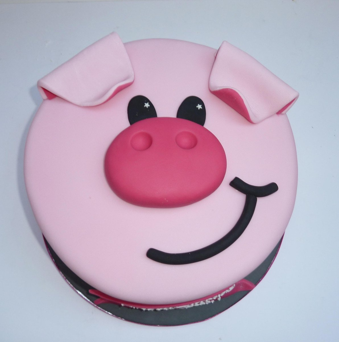 Fabulous Holly On Twitter Piggy Birthday Cake For The Fabulous Funny Birthday Cards Online Necthendildamsfinfo