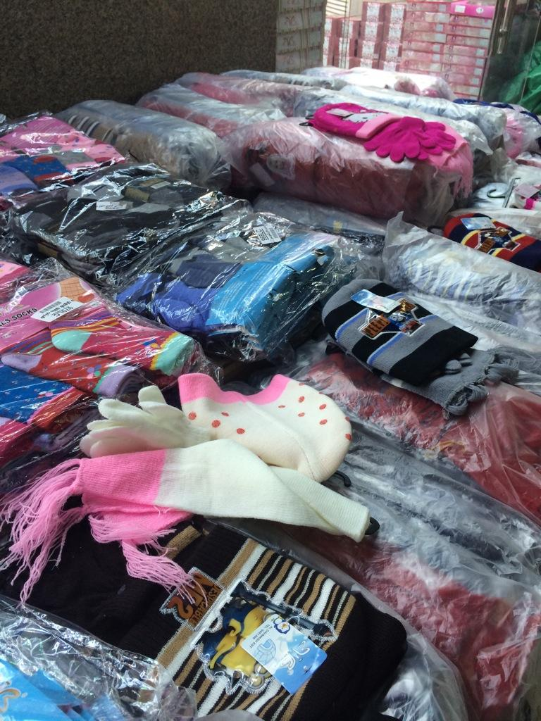 0e69f0b72 #عزيزي_المستهلك زرت محلات الجملة لبيع الملابس الجوارب اللي كنت اشتريها من  المحلات ب 15 اشتريت درزن منها طلعت ب 5ريالpic.twitter.com/OygVnwnoZz
