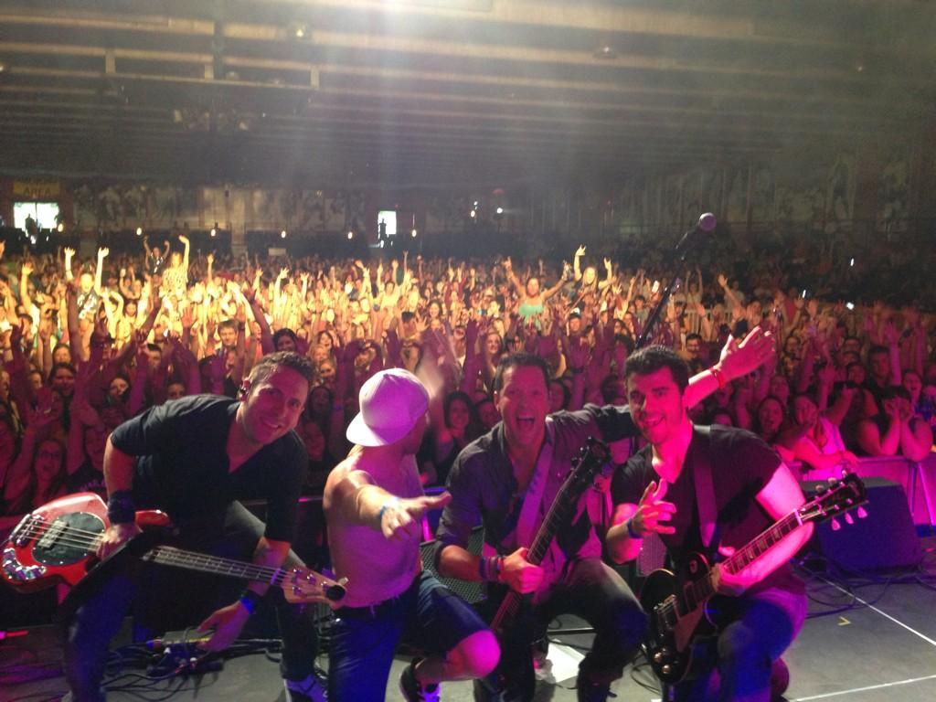 Here's a pic of the last show we did in Ontario with our good buddies @simpleplan http://t.co/rRum2LnRbQ