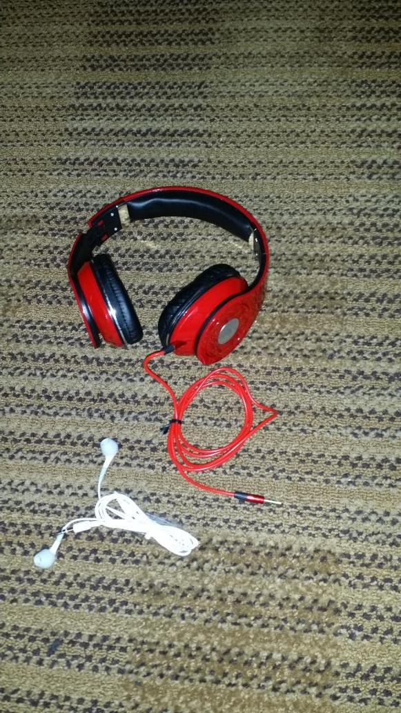Best head phones out there get some these slap very comfortable and light. Preciate it bro @DubsMJ http://t.co/XFlARvdfNk
