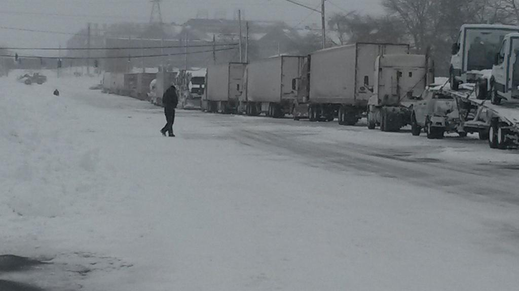 Snow Emergency: Five Dead, 100+ Trapped in Monster Winter Storm