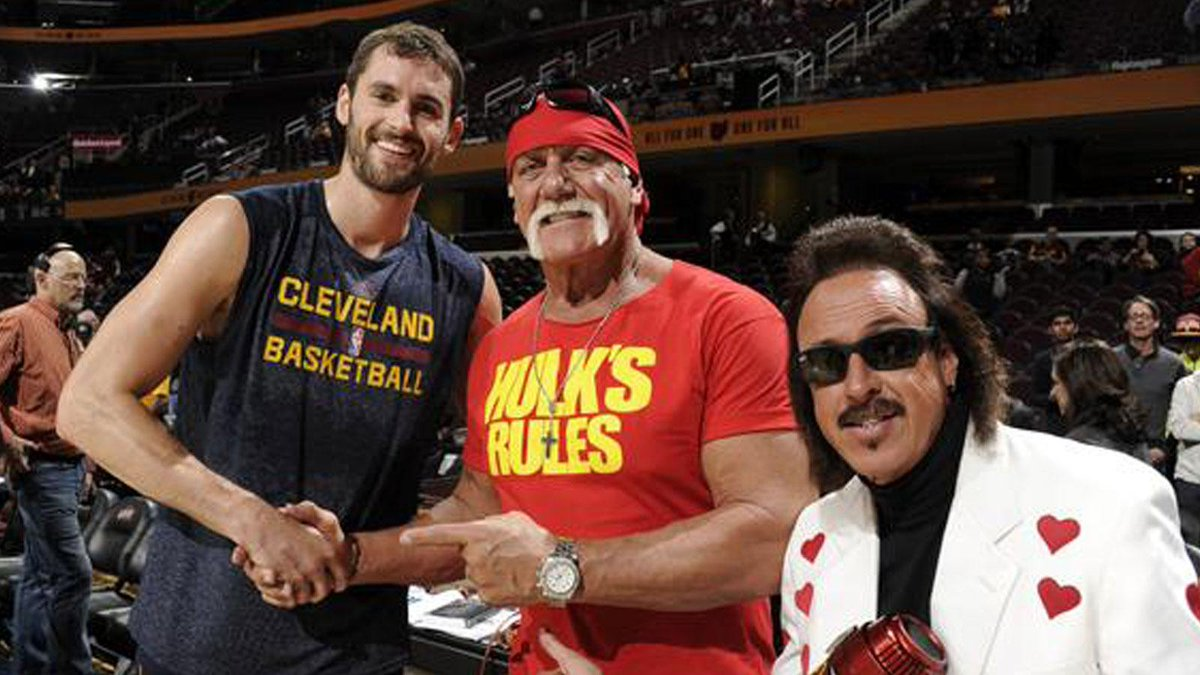 Hulk Hogan Showed Up At A Cavs Game And Threatened To Murder The Spurs Coyote