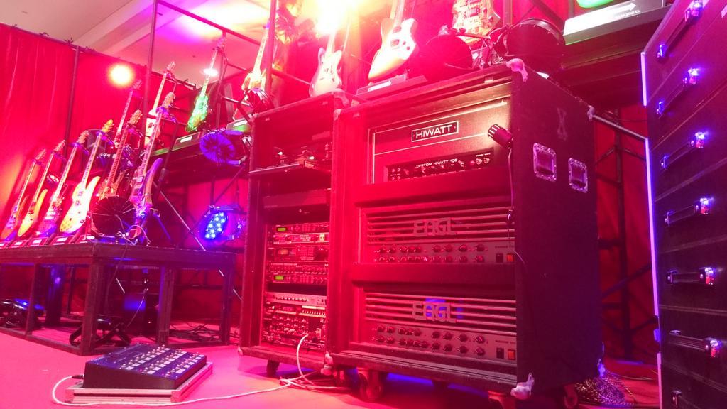#hide #official 明日から#東京ビッグサイト で3日間開催される#楽器フェア 会場にはhide 50th Anniversary Special Stageが登場する。 本人が実際に使用していた実機が見られる特別企画だ。 http://t.co/BUksHbLI3L