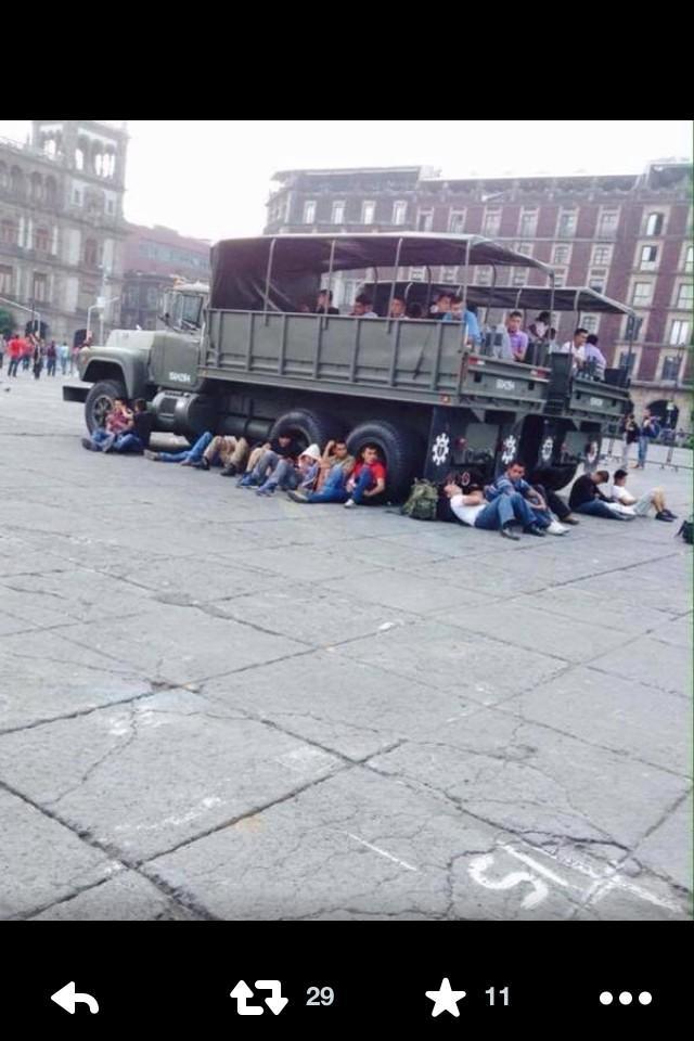 No siquiera se les ocurrió mandarlos en transporte público.. No aceptemos provocaciones marchemos en paz http://t.co/0m4WrXecwH