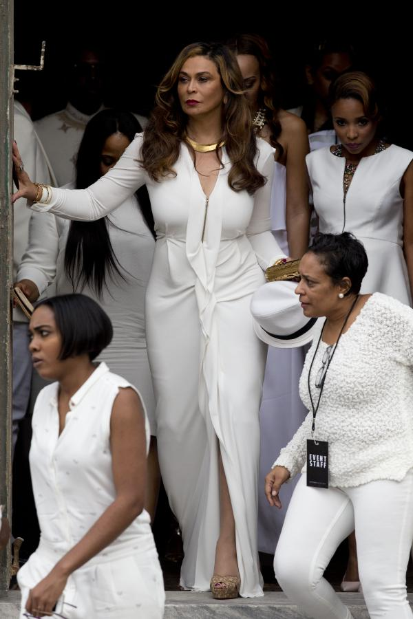 RT @GlobalGrind: Tina Knowles spills the beans on Solange's wedding, reveals how Beyonce saved the day http://t.co/FZCnaUFwaQ http://t.co/R…