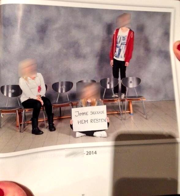 En kompis dotter ordnade ett annorlunda klassfoto i sin skolkatalog. RT @Suslarsson: Bästa skolfotot jag sett <3 http://t.co/sHmGK6Ph4h