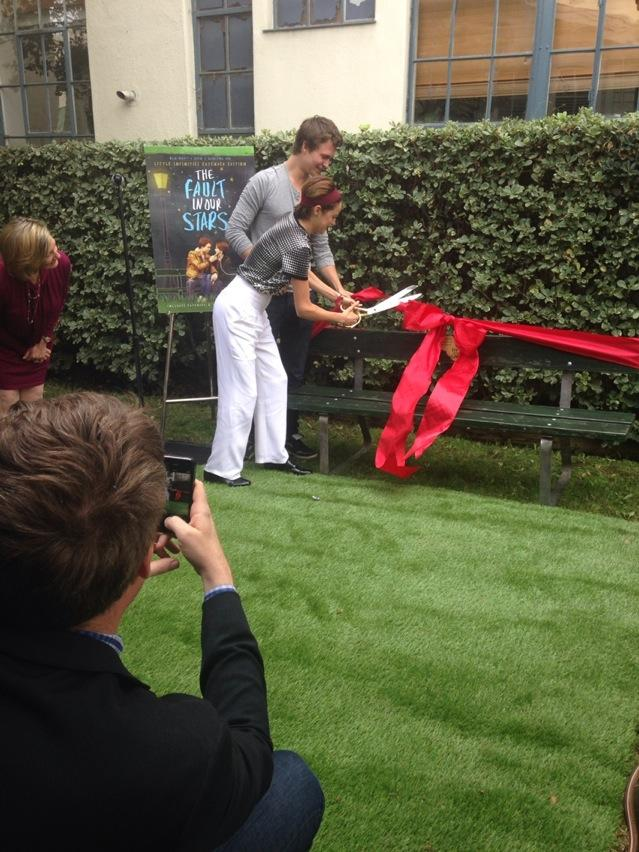 The ribbon cutting!! @shailenewoodley and @AnselElgort with @johngreen looking on #TFIOSbench @TheFaultMovie http://t.co/Mk9DFWVDNt