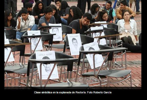 RT @lajornadaonline: Realizan 'una clase simb?lica' en la explanada de rector?a @UNAM_MX -> http://t.co/VYLoddbTuS http://t.co/VwJWBWk4Sy