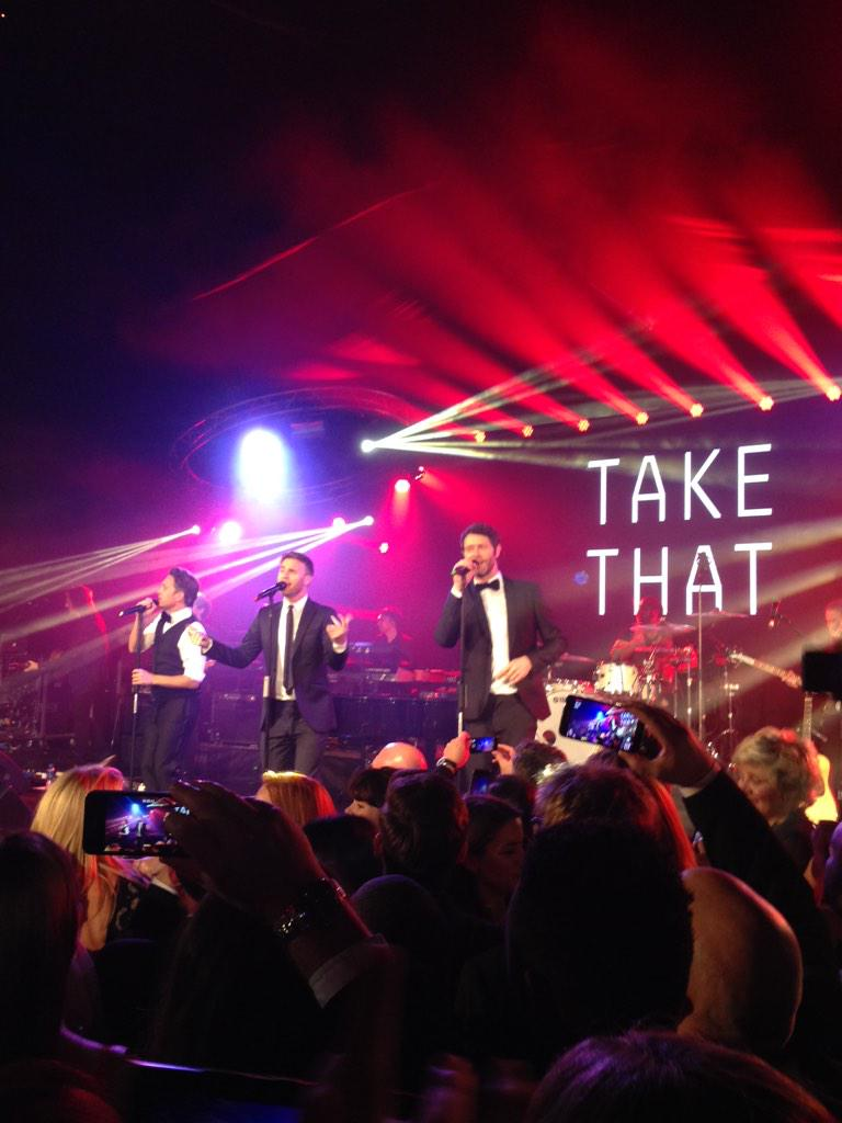 """RT @LittleMeThatter: RT """" @tobyanstis Here they are as a 3 for the first time, @takethat playing for @makenoise Nice one guys! @garybarlow …"""
