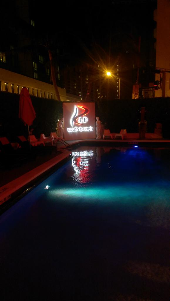 Nice little hotel in South Beach.. Got an Ibiza vibe! http://t.co/zlSAhlcXcO