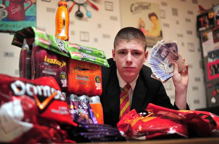 Schoolboy, 15, threatened with suspension for raking in £14k selling chocolate and crisps http://t.co/67fEHSu9do http://t.co/fM1nANpDGF