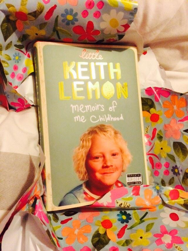 RT @helpink: @lemontwittor  look what I unwrapped for my birthday today!! A book of strawberry blondeness!! http://t.co/1AJXjIXdj6