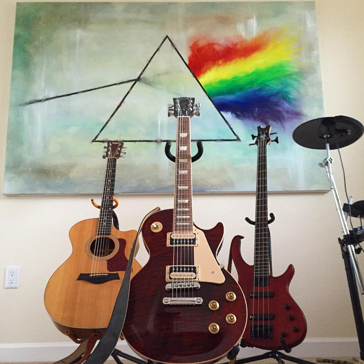 #pinkfloyd #darksideofthemoon painting for my studio... #lespaul #taylor guitars http://t.co/jJ0dW7WztB