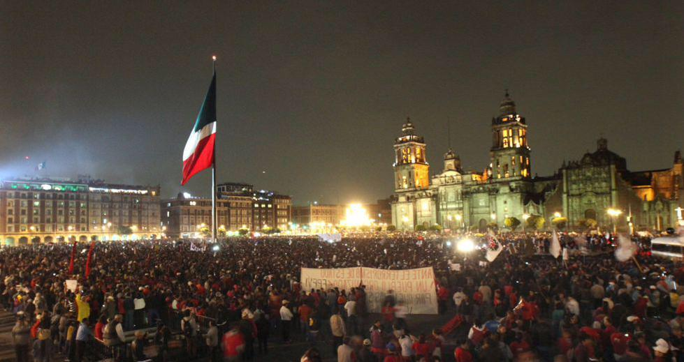 El pueblo mexicano se une por AMOR pacíficamente! Los encapuchados son infiltrados por el gobierno. BASTA DE MENTIRAS http://t.co/e5x7Ht5ktw
