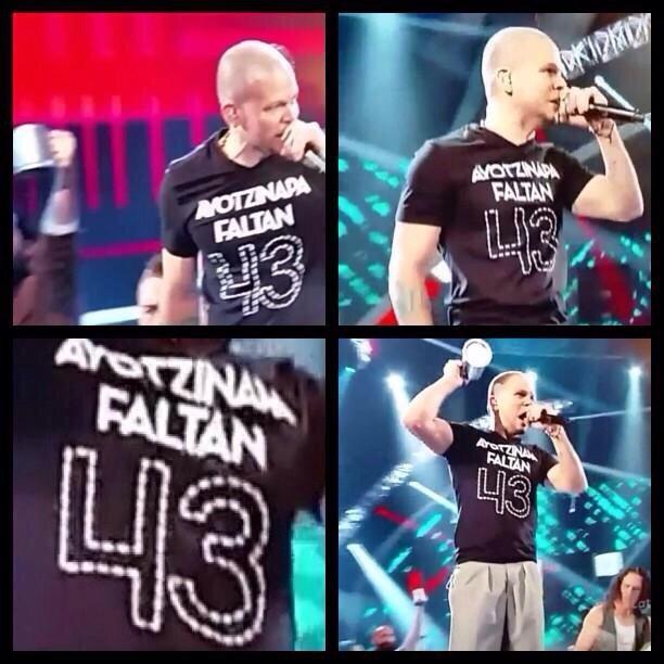 Lo que hizo el residente @Calle13Oficial ningún cantante mexicano se atrevió a realizar #AcciónGlobalPorAyotzinapa http://t.co/P6OJ5PWEsX