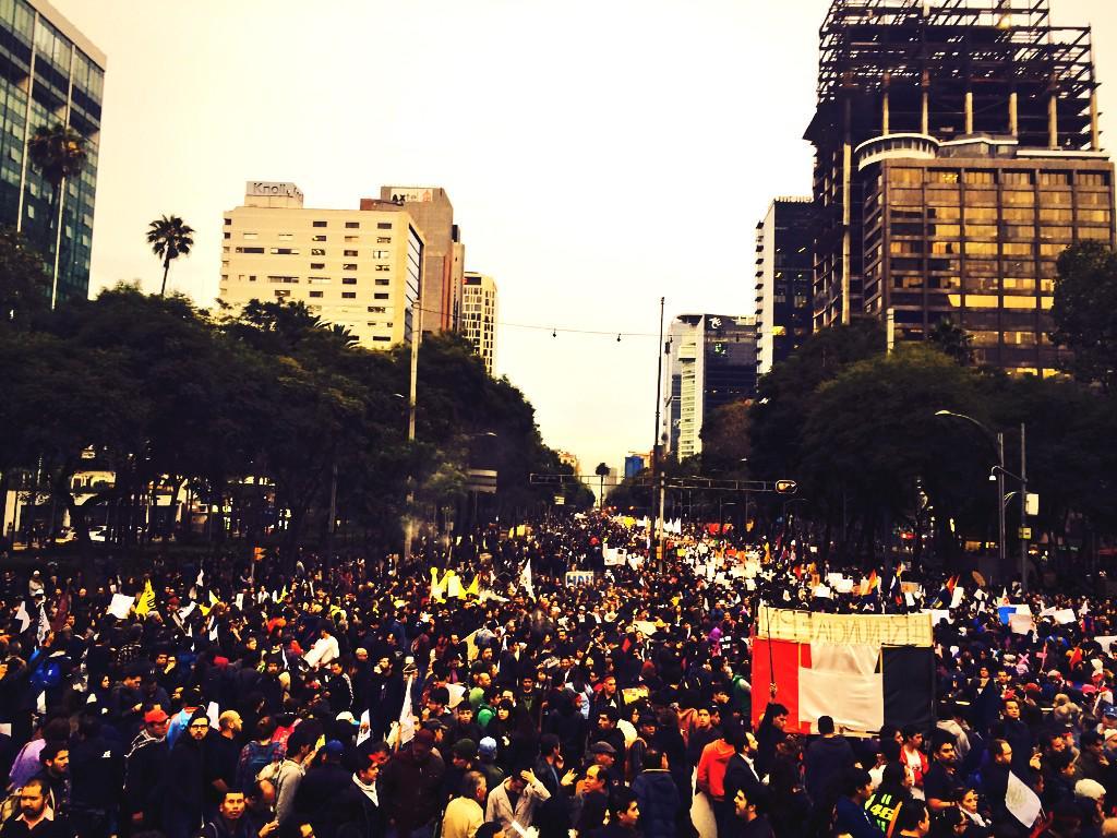 Medio millón de personas, y estoy seguro que somos más. Hicimos historia y apenas empieza. #DespiertaMéxico #20NovMx http://t.co/90a0TLas4h