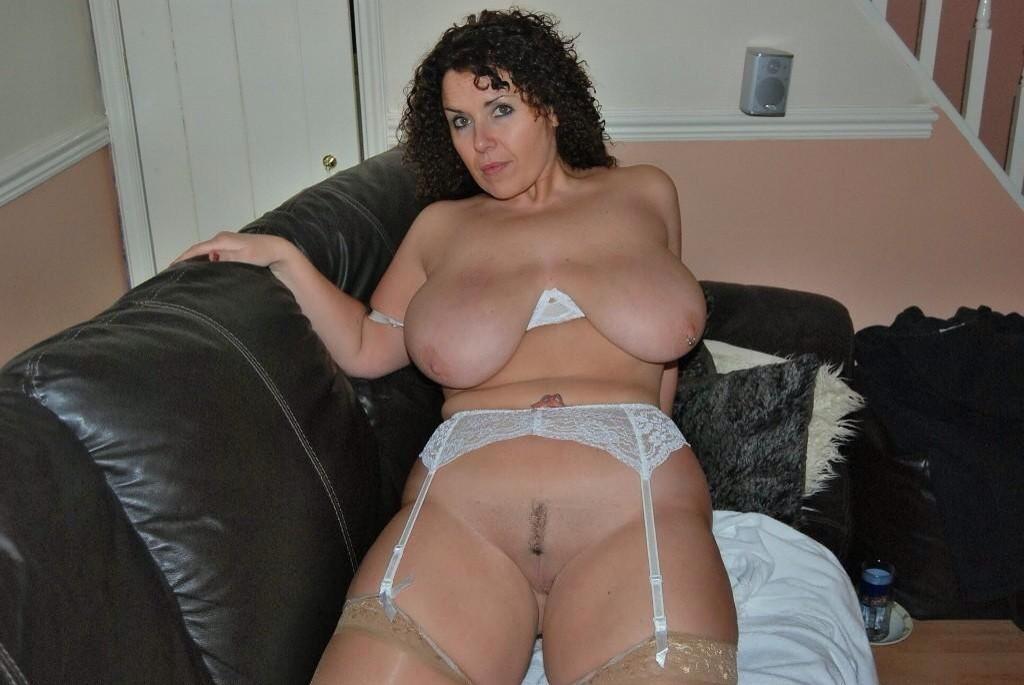 домашнее фото русской зрелой жены с полными ляшками - 11