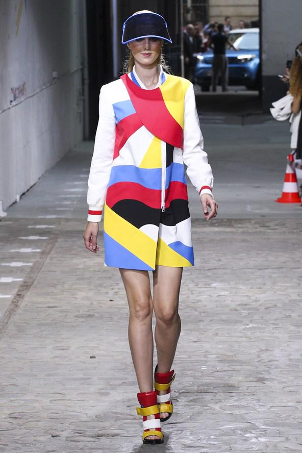 #FASHIONFORECAST: Sunshine and showers make a bold coat and visor the perfect pairing today http://t.co/kGCCFaZOZE http://t.co/FuG4YQvUKa