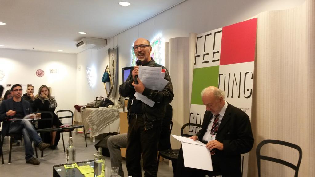 Lino Manosperta del Teatro Pubblico Pugliese, responsabile del progetto ICE introduce ai lavori #feedingcreativity http://t.co/foFcmORTRB