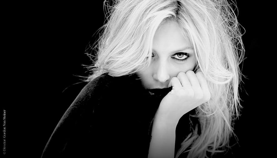 RT @VogueParis: @anjarubikblog lève le voile sur son premier #parfum, #Original. http://t.co/NyhIA571eZ http://t.co/NWEgLRK1fo http://t.co/…