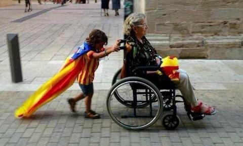 Superheroi. Tarragona. #9N #9N2014 http://t.co/2tJnLYqTdJ