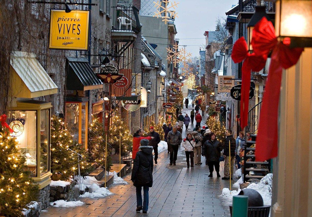La rue du Petit-Champlain, à Québec a été élue plus belle rue piétonne au Canada http://t.co/ladJ6y7U76 http://t.co/t8QR8Wllwy
