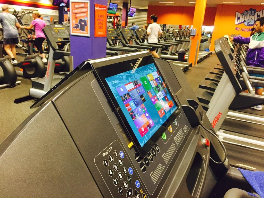 Meanwhile at the gym today... Sum1 had their Lenovo yoga 3 pro hanging over the treadmill! #youinspired #lenovo http://t.co/X7Z15GCdpC