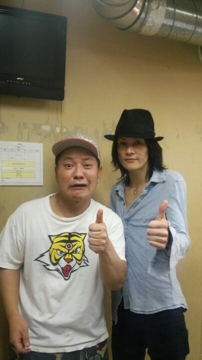 渋谷クラブクアトロに、ボーカルのガラさん率いる 「Merry」を観させて頂きました!! オッサンの お客さん  僕しかいませんでした!!! メリーワールド やられました!!! 私、ガンダムの、アッガイのような体型してますねー!! http://t.co/Vr3eis7QY1