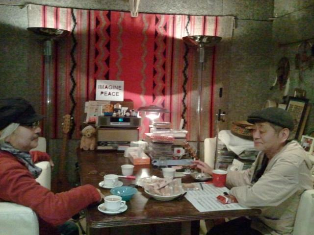 昨日は細野さんスタジオで感慨深いセッションがありアコーディオンとハーモニウムで参加。こうしてソファーに向かい合ってお話ししていると、遠い日の狭山米軍ハウスでの日々が浮かび上がってきたりして、、、ね。 http://t.co/EBTAWKQg5k