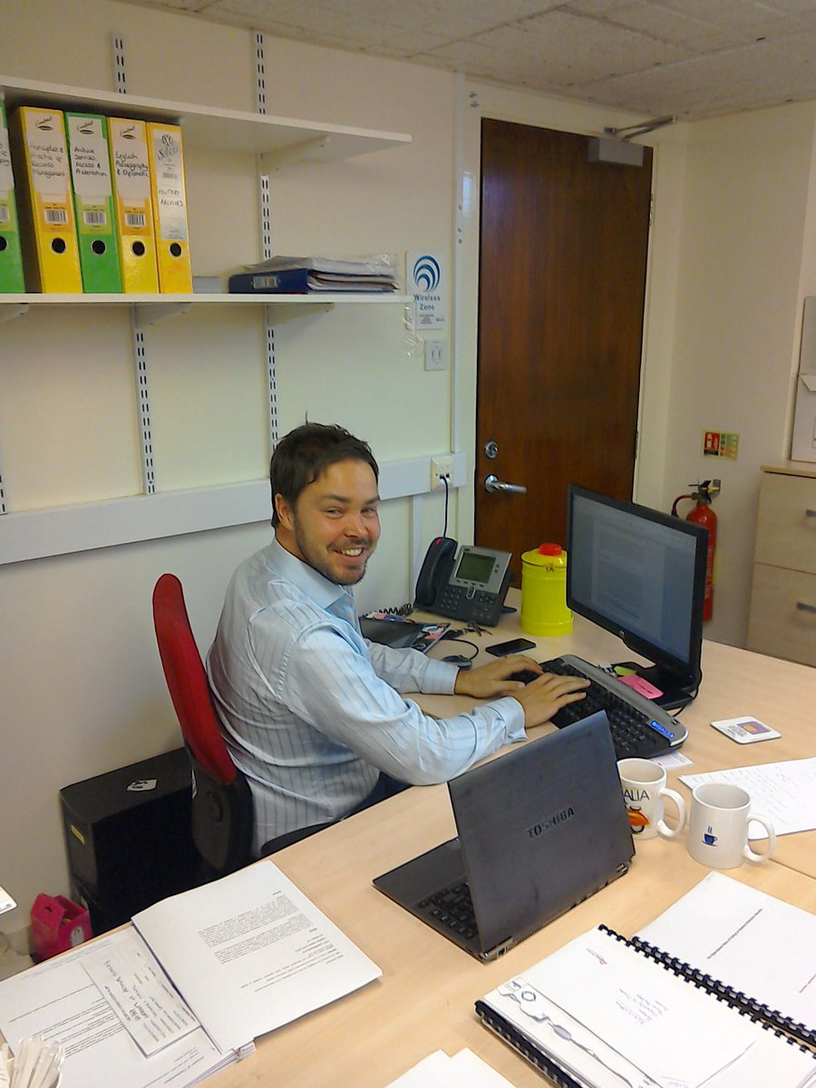 CAIS administrator busy looking after academic programmes. http://t.co/v7qFX5wyET #DayInTheLife #explorearchives http://t.co/kYUF0EH0Ux