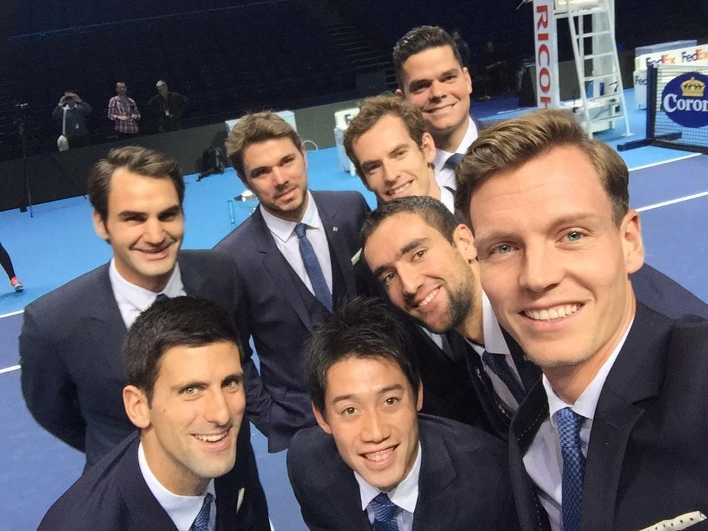 Spooky! LOL RT @elfrien_rin: if you wanna lose your 1st RR match make a line up behind Berdych #WTAFinals http://t.co/onQzn8SiRO