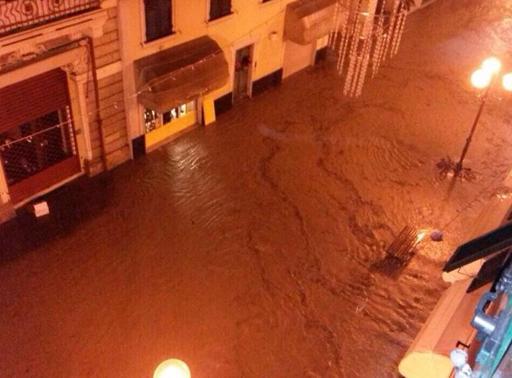 Maltempo Liguria, esondazioni crolli e dispersi, sembra l'apocalisse