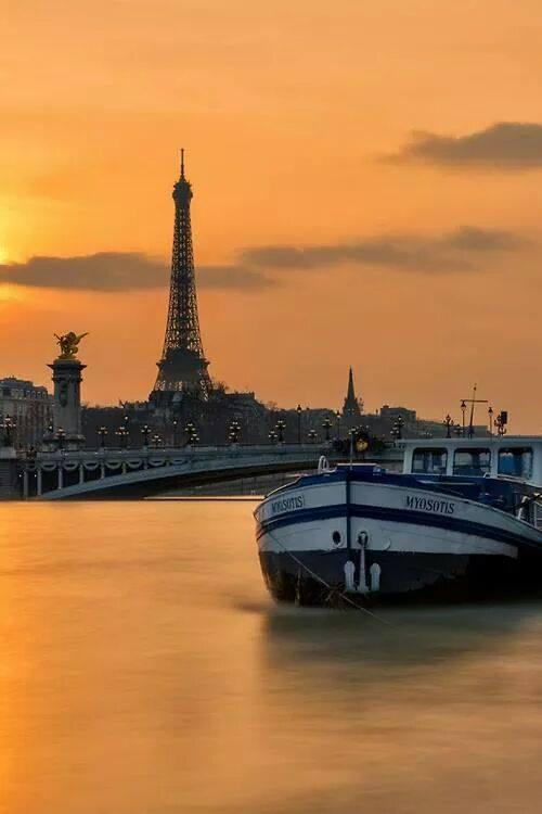 ------* SIEMPRE NOS QUEDARA PARIS *------ - Página 17 B2HrXOPCIAAZ0V7