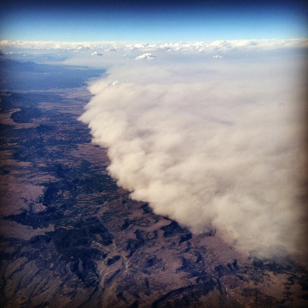 """MT @aawicks: Dust storm in CO. Pilot explained, """"Those people are having an exceptionally bad day."""" http://t.co/b19Az0KNMR #nmwx #cowx"""