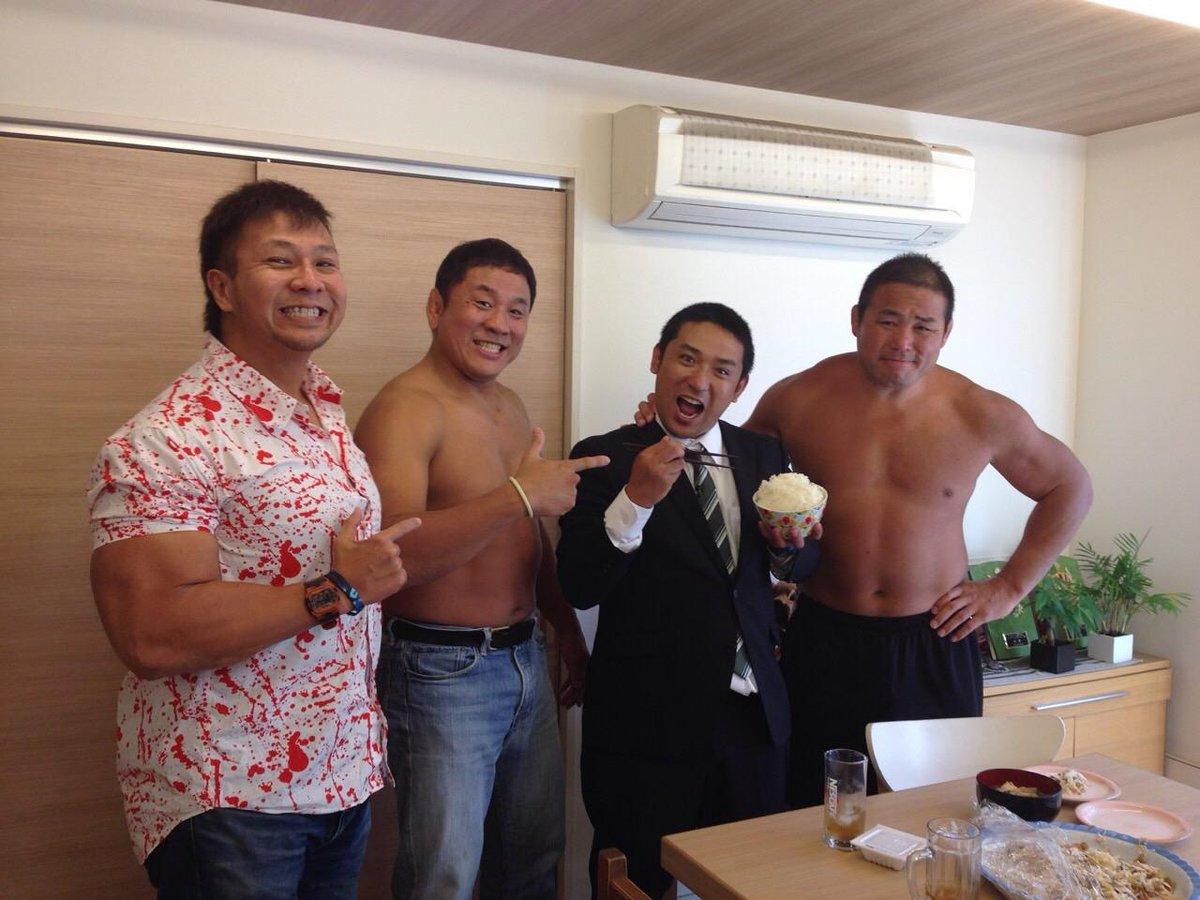 『有吉弘行のダレトク!?』今夜23時から!『ダレトク業界シリーズ!今回はプロレスSP!業界最大手の新日本プロレスに大潜入!屈強な男たちの意外な素顔が明らかに!驚きのしきたり&豪快な生活ぶりが明らかに!』調査員:アルコ&ピース酒井 http://t.co/vWBYnvwhFf